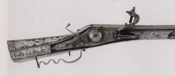 這件兵器不簡單:別看現在給長矛當掩護未來則是霸主