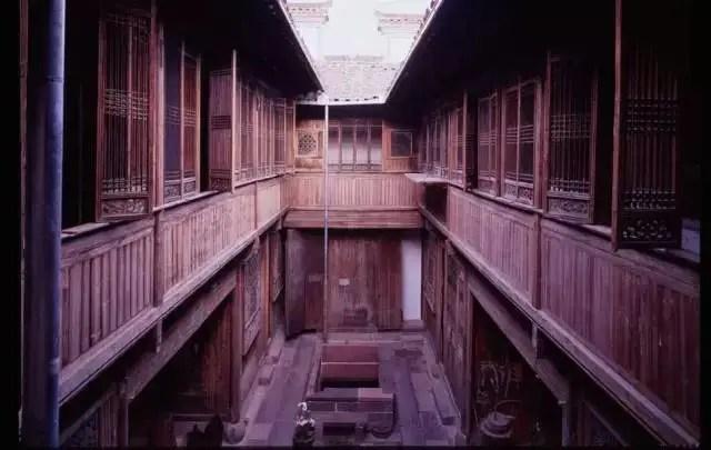 200年的中國古宅,美國人花7年整個搬走,連972塊小石頭都不放過