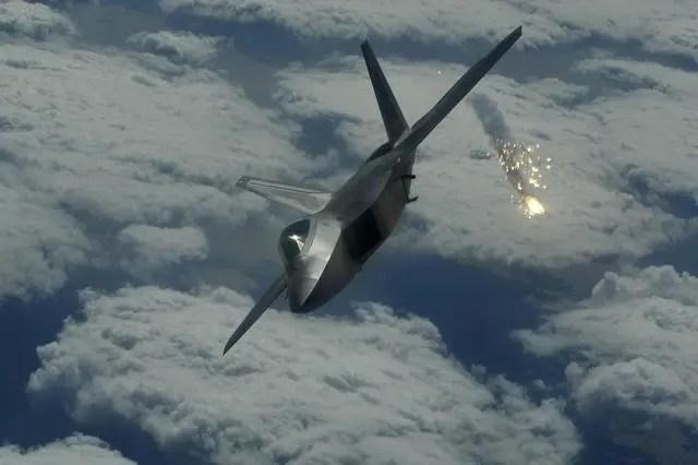 遇見美軍F22戰機到底會怎樣?我們研究它已二十年