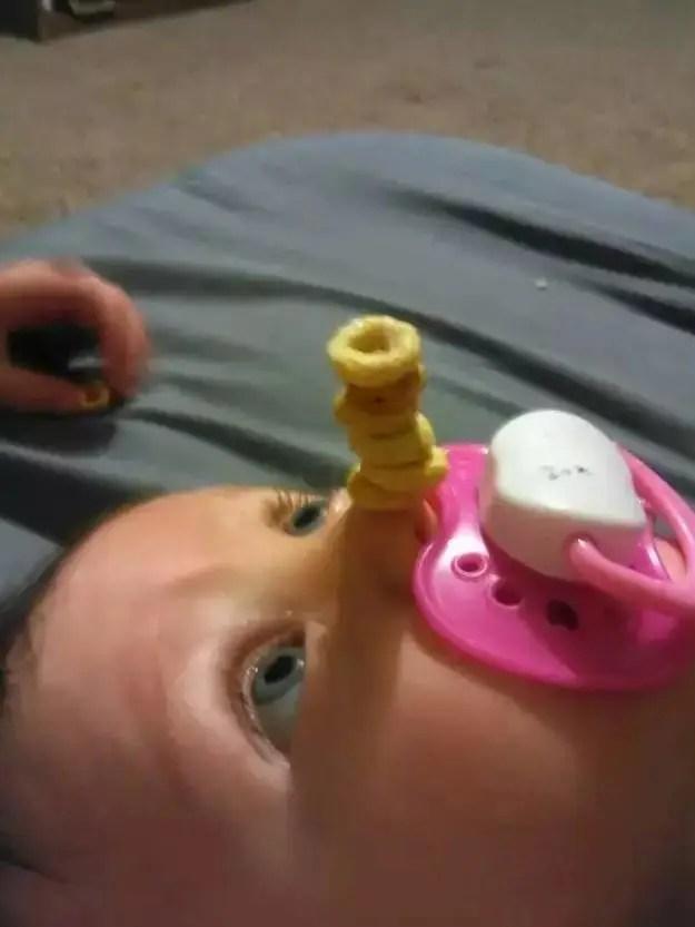 外國奶爸新玩法:趁孩子睡著了他們竟然這麼干!