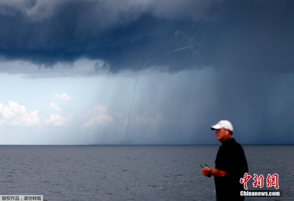 美國新奧爾良現「水龍捲」奇觀 場面震撼
