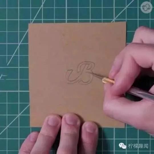 一招在紙上做出高逼格的浮雕字體卡片,只需筆和手機
