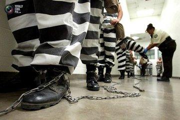 老照片《美國女囚不為人知的鐵鏈生活》