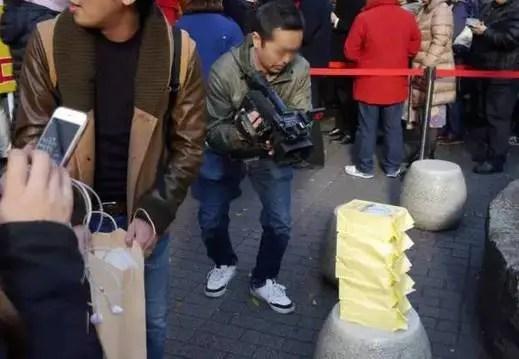 一個日本人把100萬全買了彩票,結果卻讓他傻了眼……