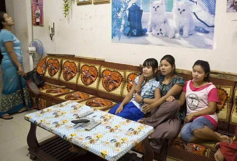 實拍中緬邊境的性工作者,有的未成年,有的是被母親賣過來的