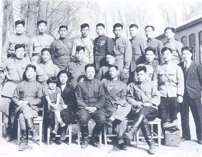 東北抗聯女兵珍貴老照片,戰爭並沒有讓女人走開