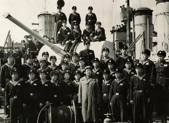 毛主席:我們一定要建立一支強大的海軍!