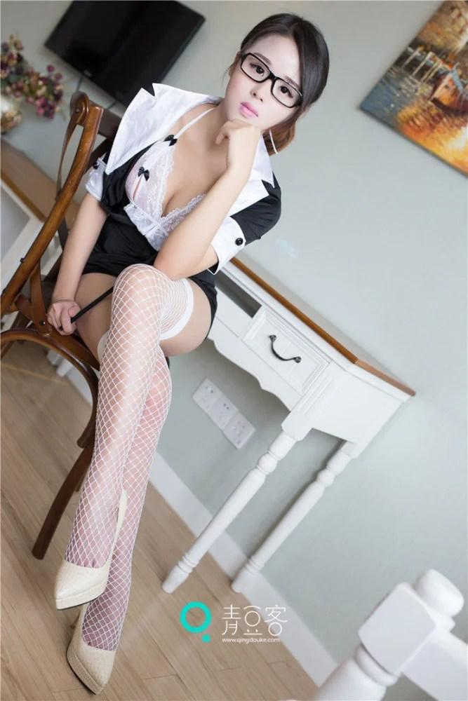 女教師制服誘惑絲襪性感長腿,戴眼鏡氣質佳