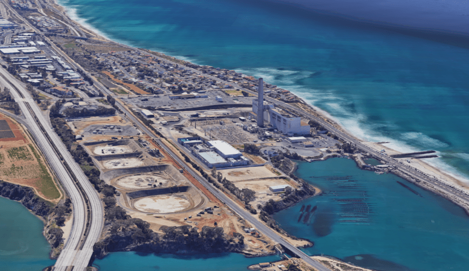 A 3D image of the southern part of Agua Hedionda lagoon. The left foreground show the former oil tank depressions where the new power plant will be built. Google maps.
