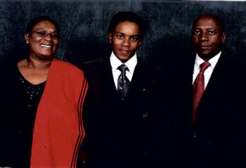 Tshepo-with-his-parents