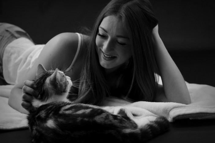 Žena a kočka
