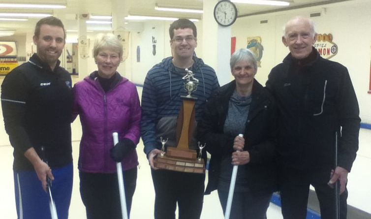 curling_tournoi_fermeture_2016