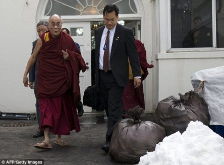 dalailama exit Dalai Lama Leaves White House Through Back Door