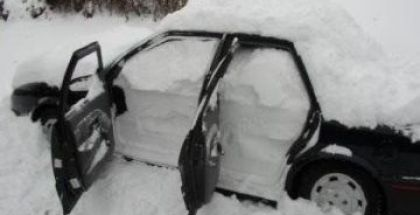 snowed-in-car