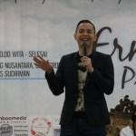 Ernest Prakasa saat membawakan materi di Talkshow Jurnalistik