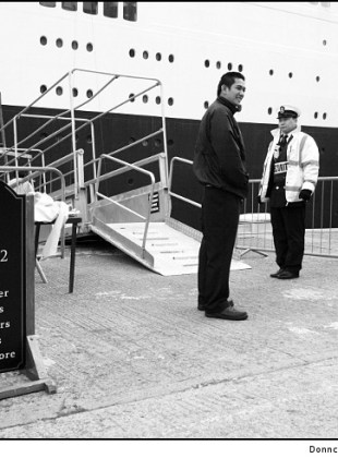 no-visitors-on-the-qe2