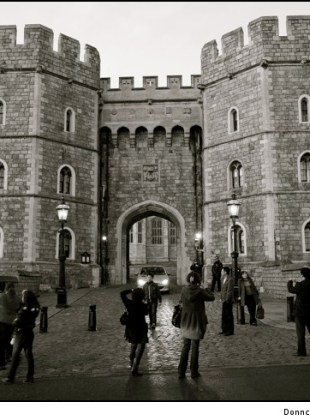 tourists-outside-windsor-castle