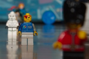 Lego characters shot at f/13