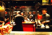 Chefs at pass, l'Atelier de Joel Robuchon, London