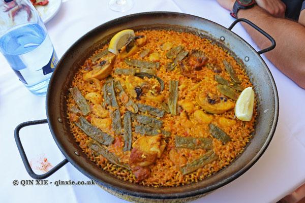 Pepica paella (Pepica's paella, made with chicken), La Pepica, Valencia