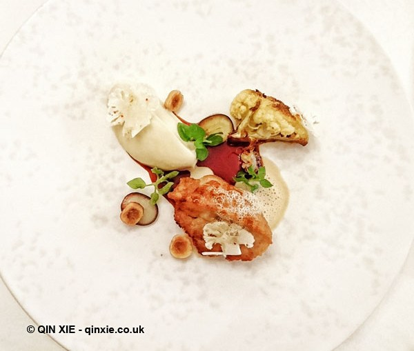 Sweetbread, cauliflower, muscat grapes, vadouvan at Helene Darroze at The Connaught
