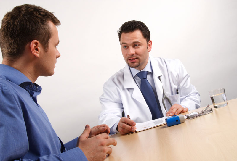 doctor-with-male-patient