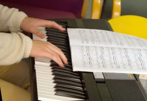 Canfield teen connects with patients through music