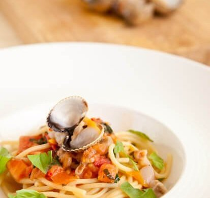 Spaghetti with white clam sauce | insimoneskitchen.com