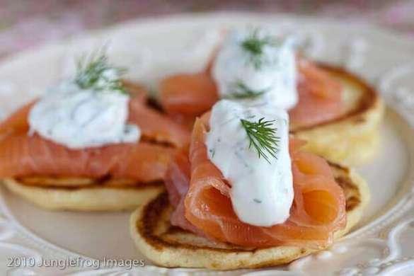 Blinis with smoked salmon | insimoneskitchen.com