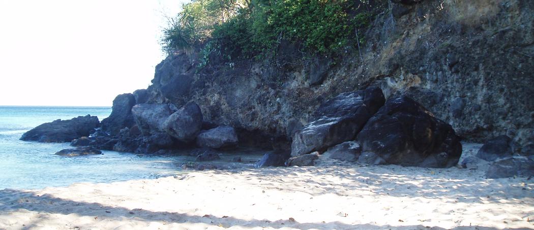 Plage-de-leroux-turquoise-voyage-guadeloupe-insolite-vue-mer-cote-sous-vent-sable-blanc-entree