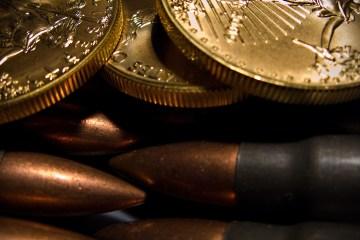 Патроны, пули, монеты, макро, 1920x1080