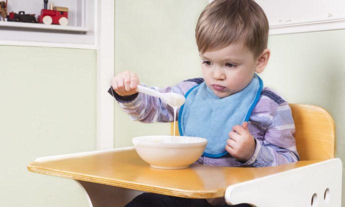 Como ajudar a criCurso Como ajudar a criança que não quer comer - Fga. Dra. Patrícia Junqueira CRFa. 2 - 5567ança que não quer comer? Fga. Dra. Patrícia Junqueira CRFa. 2- 5567