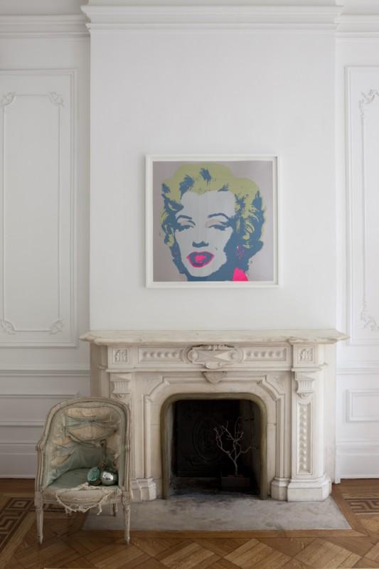 Chimenea con reproducción de la Marilyn de Warhol