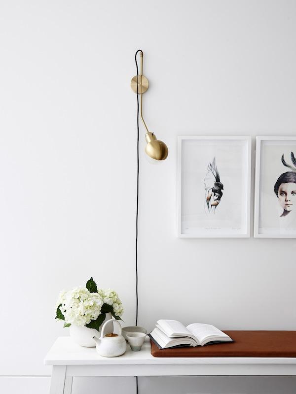Detalle de la composición de pared de una repisa, sencilla y perfecta.
