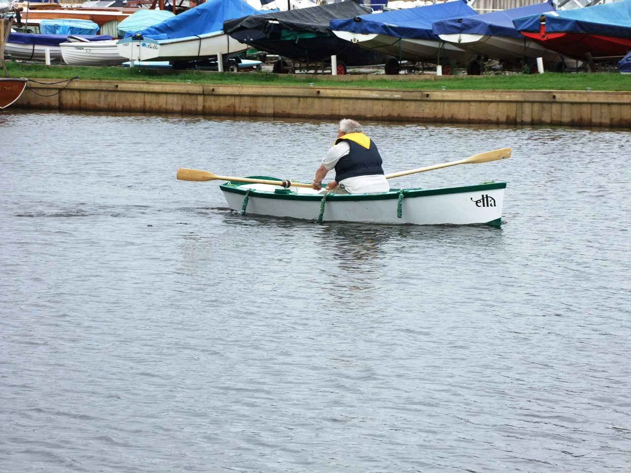 We try the rowing version of the Ella stitch and glue skiff at Barton