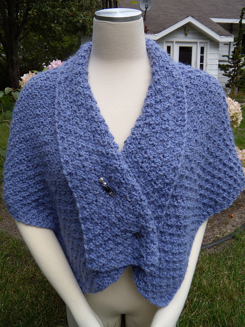 Free Knitting Patterns For Shawls And Wraps : Shawl in Bulky Yarn Knitting Patterns In the Loop Knitting