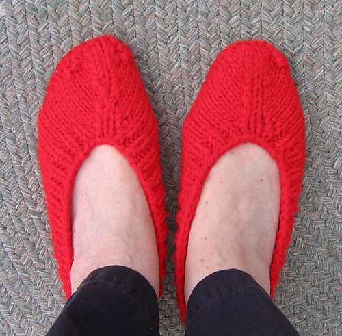 Free Pattern For Knitted Slippers : Slipper Knitting Patterns In the Loop Knitting