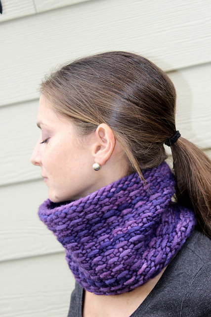 Free knitting pattern for Slip It Cowl and more weekend knitting patterns