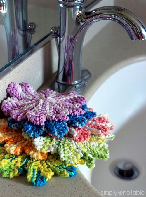 Free knitting pattern for Mini Wash Cloths and other stash busting knitting patterns