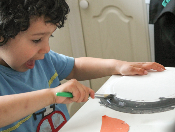 painting paper plate puffins