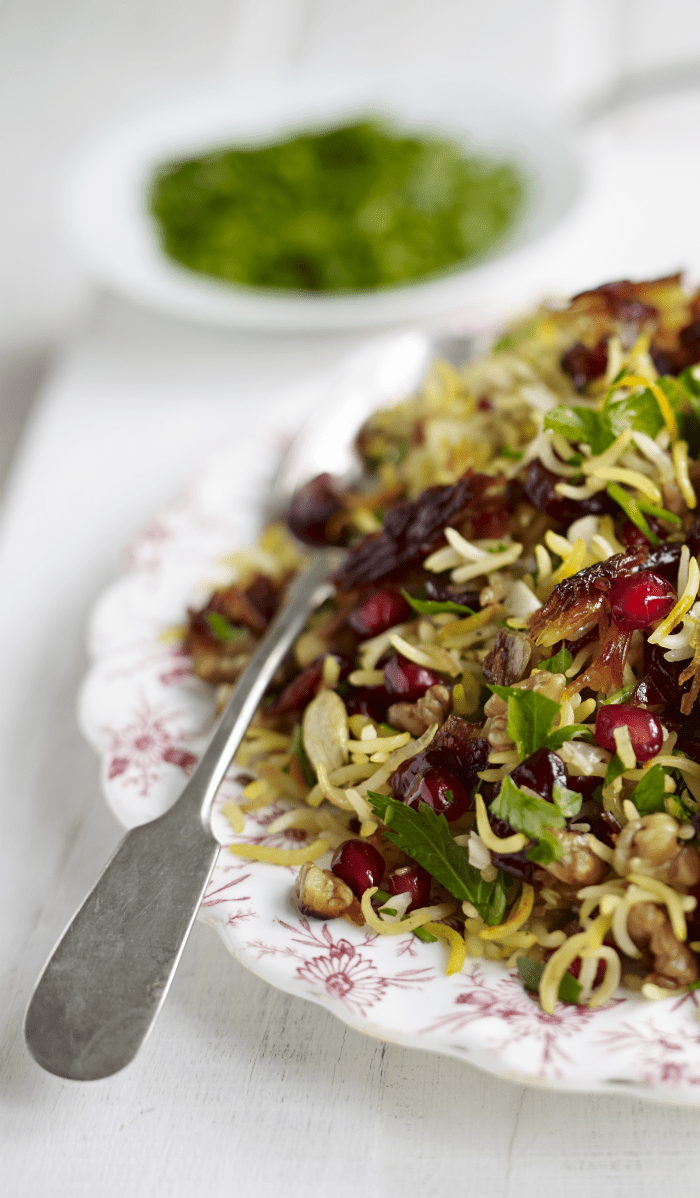 Persian jewelled rice recipe with pomegranate, walnuts, parsley and saffron. Delicious rice recipe to serve guests, or an iftar recipe for Ramadan