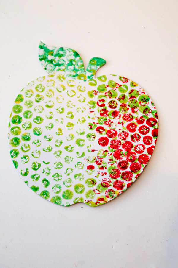 apple craft for back to school or healthy eating. Made with bubble wrap painting