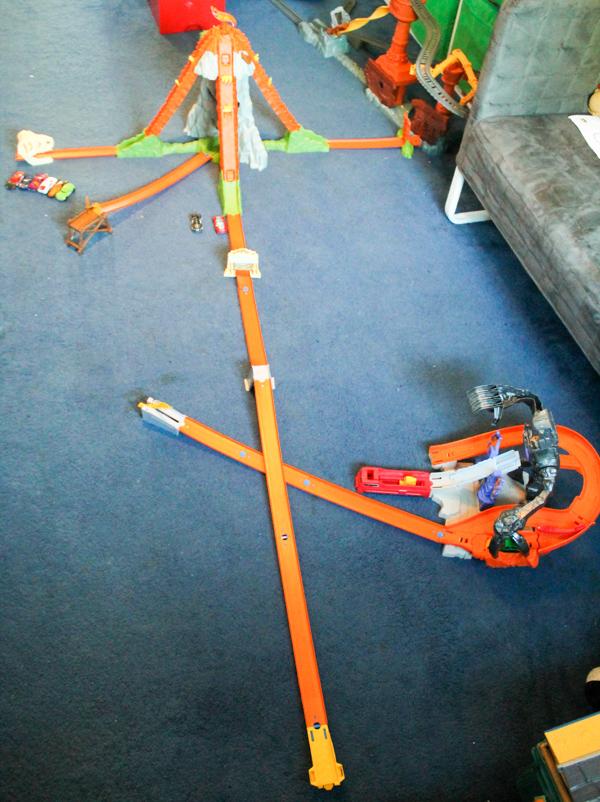 Hot Wheels Nitrobot Attack and Track Builder Volcano Blast