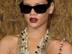NEW MUSIC BY RIHANNA – SEXUALITY