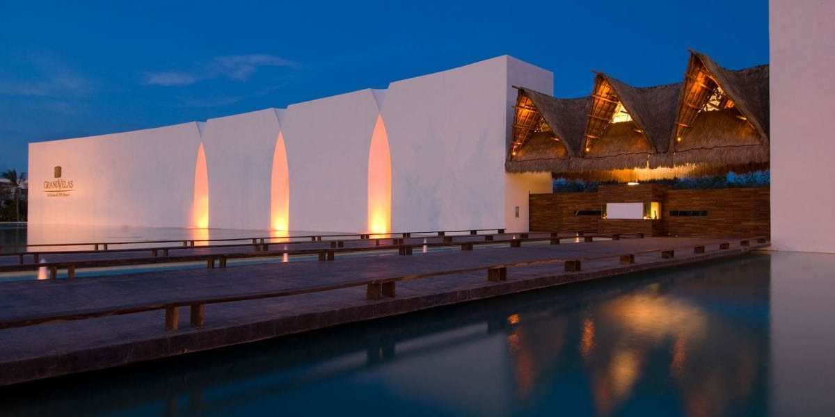 grand-velas-riviera-maya-hotel-entrance-03
