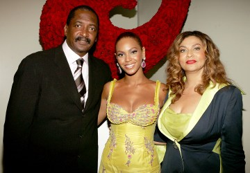 beyonces father claims shes successful because shes light skinned