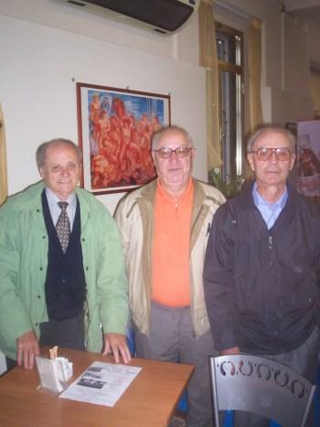 antonio, Pippo al centro, tra Scotti e Brambilla: già suoi compagni nel raid remiero da Trezzo a Venezia