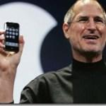 Steve-Jobs-holding-original-iPhone-e1420821490664[1]