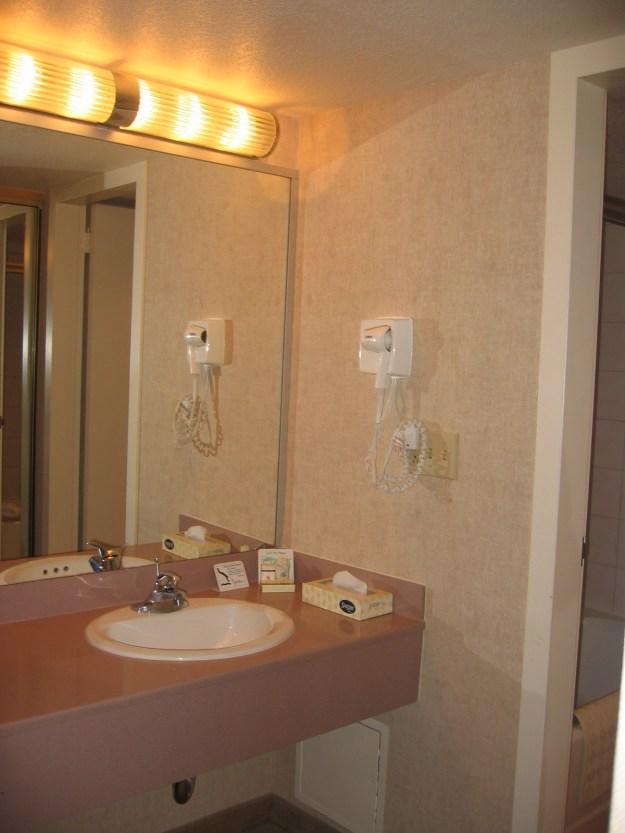 Hilton Las Vegas room bathroom