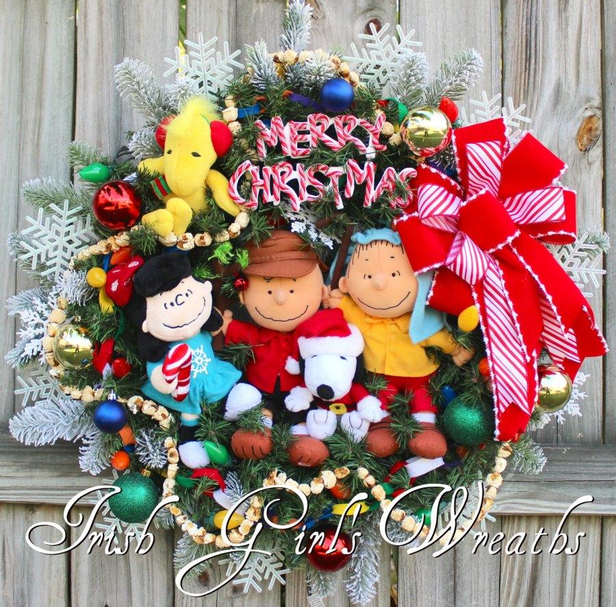 Deluxe Peanuts Gang Charlie Brown Christmas Wreath - 2